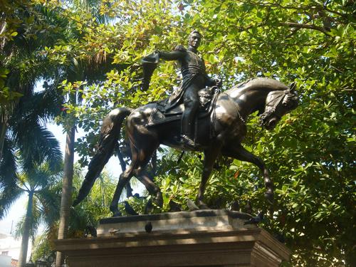 Simon Bolivar statue 500