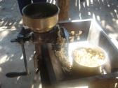 Making tortillas, grinding maize 400